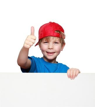 Fröhliches und ausgeglichenes Kind